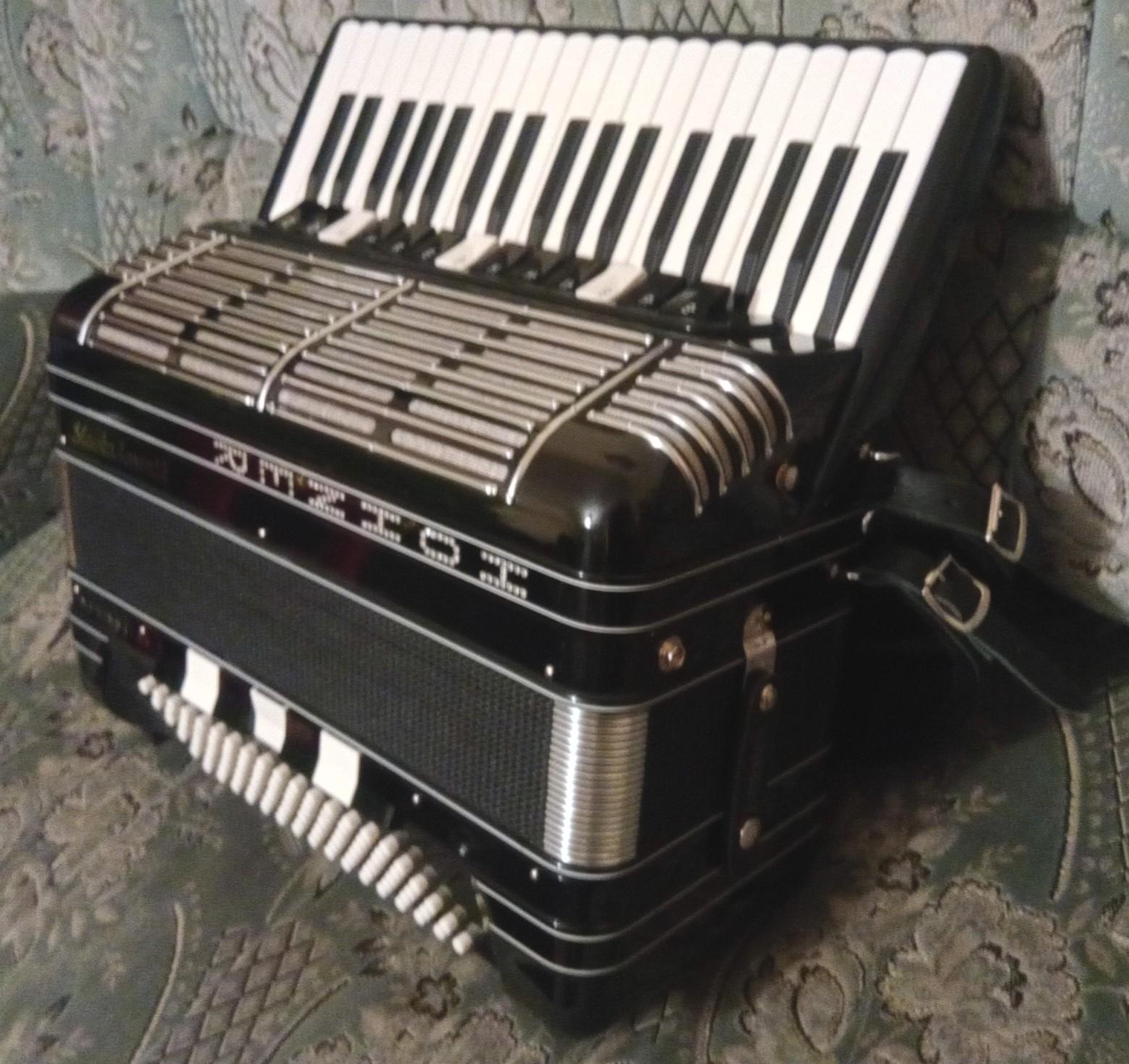 Polovne harmonike   Móger Péter harmonika készítő és harmonikás